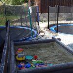 Dětské hřiště a trampolíny